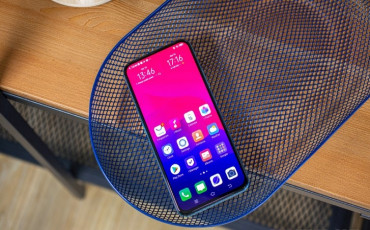 Vivo V17 Pro Review: Good Looks with Great Camera and Dual Pop Up Camera